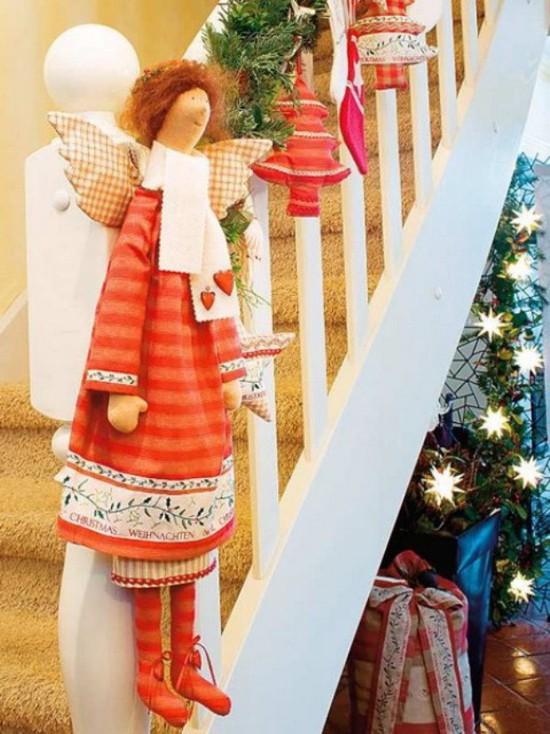 16 ý tưởng trang trí cầu thang đón Giáng Sinh dành cho mọi nhà - Ảnh 21.