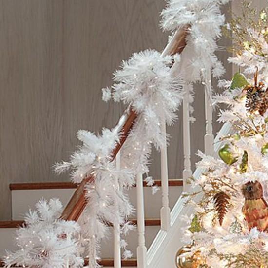 16 ý tưởng trang trí cầu thang đón Giáng Sinh dành cho mọi nhà - Ảnh 23.