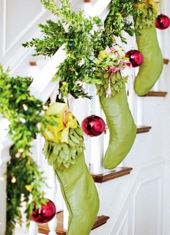16 ý tưởng trang trí cầu thang đón Giáng Sinh dành cho mọi nhà - Ảnh 25.