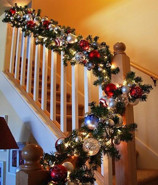 16 ý tưởng trang trí cầu thang đón Giáng Sinh dành cho mọi nhà - Ảnh 27.