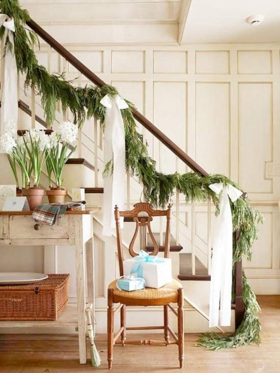 16 ý tưởng trang trí cầu thang đón Giáng Sinh dành cho mọi nhà - Ảnh 5.
