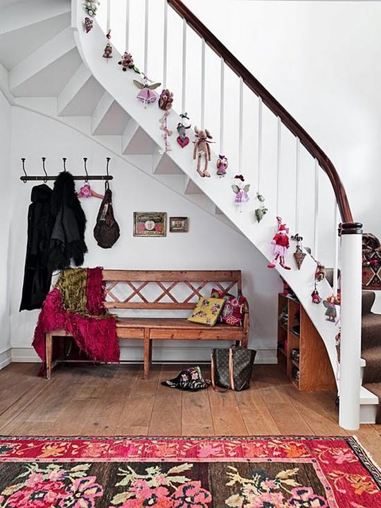 16 ý tưởng trang trí cầu thang đón Giáng Sinh dành cho mọi nhà - Ảnh 29.
