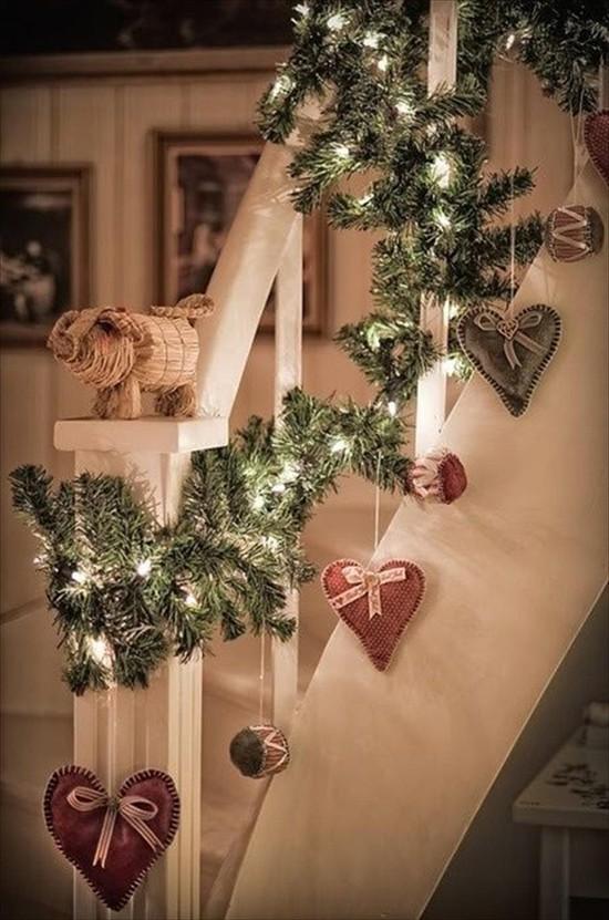 16 ý tưởng trang trí cầu thang đón Giáng Sinh dành cho mọi nhà - Ảnh 7.