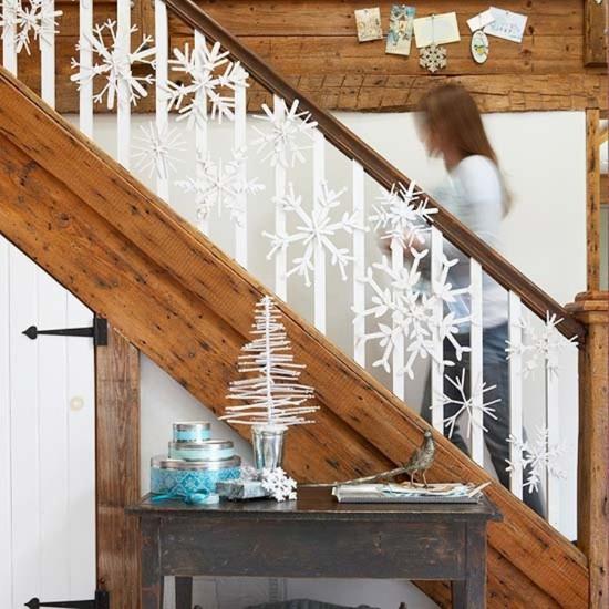 16 ý tưởng trang trí cầu thang đón Giáng Sinh dành cho mọi nhà - Ảnh 9.